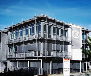Seit dem Jahre 2002 präsentiert sich das Unternehmen im neuen, modernen Firmen- und Produktionsgebäude in Krailling bei München